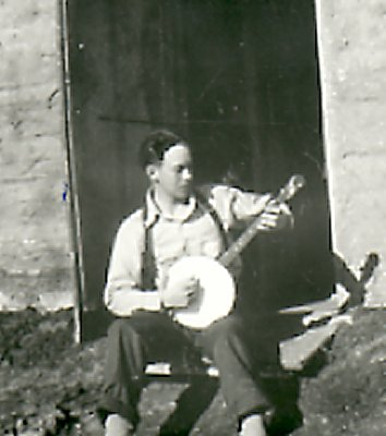 Ed Dahlby playing the banjo.